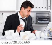 Купить «Businessman working in hot office», фото № 28356660, снято 20 апреля 2017 г. (c) Яков Филимонов / Фотобанк Лори