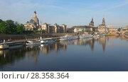 Купить «Весеннее утро на Эльбе. Исторический центр Дрездена, Германия», видеоролик № 28358364, снято 29 апреля 2018 г. (c) Виктор Карасев / Фотобанк Лори