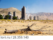 Купить «Cement works at Tehachapi Pass California, USA, September 2014. During drought drought killed trees in the foreground. Cement production is one of the...», фото № 28359140, снято 21 мая 2018 г. (c) Nature Picture Library / Фотобанк Лори