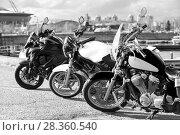 Купить «Три мотоцикла стоят на парковке в городе, черно-белое изображение», фото № 28360540, снято 30 апреля 2018 г. (c) Кекяляйнен Андрей / Фотобанк Лори