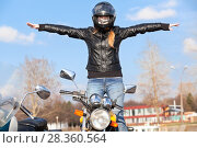 Купить «Девушка на мотоцикле с разведенными в сторону руками», фото № 28360564, снято 30 апреля 2018 г. (c) Кекяляйнен Андрей / Фотобанк Лори