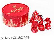 """Купить «Коробка конфет """"Москва""""», эксклюзивное фото № 28362148, снято 30 апреля 2018 г. (c) Dmitry29 / Фотобанк Лори"""