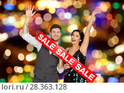 Купить «happy couple with red sale sign», фото № 28363128, снято 15 декабря 2017 г. (c) Syda Productions / Фотобанк Лори