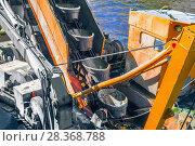 Фрагмент конвейера ковшей экскаватора земснаряда. Стоковое фото, фотограф Николай Лемешев / Фотобанк Лори