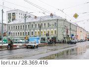 Купить «Угловой трёхэтажный трёхподъездный кирпичный жилой дом, Бауманская ул., 56/17 строение 1, на перекрестке Бауманской улицы и Аптекарского переулка. Москва», эксклюзивное фото № 28369416, снято 17 ноября 2009 г. (c) Алёшина Оксана / Фотобанк Лори