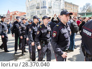 Купить «Police officers block an Leningradskaya street during an opposition protest rally», фото № 28370040, снято 5 мая 2018 г. (c) FotograFF / Фотобанк Лори