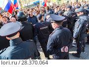 Купить «Police officers block an Leningradskaya street during an opposition protest rally», фото № 28370064, снято 5 мая 2018 г. (c) FotograFF / Фотобанк Лори