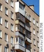 Купить «Девятиэтажный четырехподъездный кирпичный жилой дом серии II-29, построен в 1966 году. 2-я Парковая улица, 9. Район Измайлово. Москва», эксклюзивное фото № 28370708, снято 24 апреля 2018 г. (c) lana1501 / Фотобанк Лори
