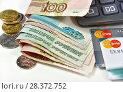 Купить «Калькулятор, банковская карта и деньги. Бизнес-натюрморт», эксклюзивное фото № 28372752, снято 7 мая 2018 г. (c) Юрий Морозов / Фотобанк Лори