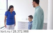 Купить «female doctor meeting family at dental clinic», видеоролик № 28372988, снято 26 апреля 2018 г. (c) Syda Productions / Фотобанк Лори