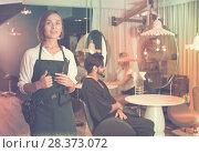 Купить «positive woman hairdresser thumbs up», фото № 28373072, снято 20 июня 2018 г. (c) Яков Филимонов / Фотобанк Лори