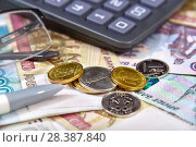 Купить «Калькулятор, банковская карта и деньги. Бизнес-натюрморт», эксклюзивное фото № 28387840, снято 7 мая 2018 г. (c) Юрий Морозов / Фотобанк Лори