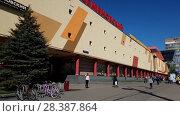 Купить «Moscow, Russia - May 07. 2018. shopping and entertainment center Semenovskiy», видеоролик № 28387864, снято 7 мая 2018 г. (c) Володина Ольга / Фотобанк Лори