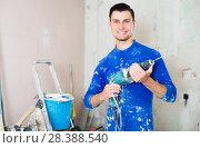 Купить «Portrait of builder handyman with electric drill», фото № 28388540, снято 21 мая 2017 г. (c) Яков Филимонов / Фотобанк Лори