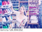 Купить «woman choosing paint color in tube», фото № 28394032, снято 20 июля 2019 г. (c) Яков Филимонов / Фотобанк Лори