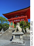 Купить «Ворота Нио буддийского храмового комплекса Киёмидзу-дэра в Киото (Япония)», фото № 28397492, снято 1 сентября 2009 г. (c) Александр Гаценко / Фотобанк Лори
