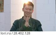 Купить «Chinese man greeting», видеоролик № 28402128, снято 26 апреля 2018 г. (c) Илья Шаматура / Фотобанк Лори