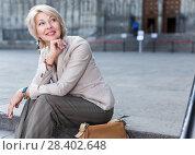 Купить «Adult woman 50-60 years old is sitting in time walking», фото № 28402648, снято 3 сентября 2017 г. (c) Яков Филимонов / Фотобанк Лори