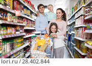 Купить «parents with two kids and purchases in shopping cart», фото № 28402844, снято 21 июля 2018 г. (c) Яков Филимонов / Фотобанк Лори