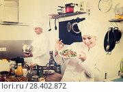 Купить «Female chef preparing fresh salad», фото № 28402872, снято 18 июля 2018 г. (c) Яков Филимонов / Фотобанк Лори