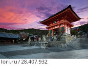 Купить «Nio-mon gate of Kiyomizu-dera Buddhist temple in beautiful sunrise morning scenery with dramatic red sky. Two-storied Romon gate. Higashiyama, Kyoto, Japan.», фото № 28407932, снято 21 ноября 2017 г. (c) age Fotostock / Фотобанк Лори