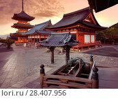 Купить «Beautiful sunrise scenery of Kiyomizu-dera Buddhist temple buildings. Chozubachi, water ablution pavilion, basin for a cleansing ritual, chozuya, temizuya...», фото № 28407956, снято 21 ноября 2017 г. (c) age Fotostock / Фотобанк Лори