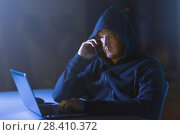 Купить «hacker with laptop calling on cellphone», фото № 28410372, снято 9 ноября 2017 г. (c) Syda Productions / Фотобанк Лори
