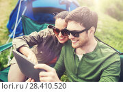 Купить «happy couple with tablet pc at camping tent», фото № 28410520, снято 27 мая 2016 г. (c) Syda Productions / Фотобанк Лори