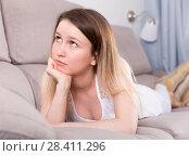 Купить «Girl is bored at lonely», фото № 28411296, снято 19 апреля 2018 г. (c) Яков Филимонов / Фотобанк Лори