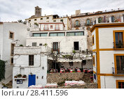 Whitewashed houses in the old town of Ibiza (Eivissa), Balearic Islands. Spain (2018 год). Стоковое фото, фотограф Alexander Tihonovs / Фотобанк Лори