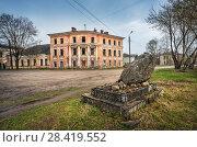Купить «Усадьба и камень building of a city manor and a stone», фото № 28419552, снято 1 мая 2018 г. (c) Baturina Yuliya / Фотобанк Лори