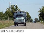 Купить «Грузовик ГАЗ-53 едет по дороге Грузии», эксклюзивное фото № 28420844, снято 14 июля 2017 г. (c) Алексей Гусев / Фотобанк Лори