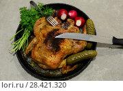 Купить «Вилка и нож лежат сверху на жареной курице со специями», фото № 28421320, снято 14 мая 2018 г. (c) Игорь Кутателадзе / Фотобанк Лори