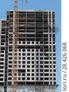 Купить «Многоэтажный дом строительство (2018 год)», эксклюзивное фото № 28426068, снято 13 мая 2018 г. (c) Дмитрий Неумоин / Фотобанк Лори