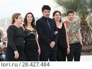 Купить «Benicio Del Toro, Julie Huntsinger, Virginie Ledoyen, Annemarie Jacir, Kantemir Balagov during 'Jury Un Certain Regard' photocall at 71th Cannes Film Festival, Cannes, France 09/05/2018.», фото № 28427484, снято 9 мая 2018 г. (c) age Fotostock / Фотобанк Лори
