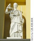 Купить «Статуя Фемиды – богини правосудия на фасаде здания Конституционного суда Российской Федерации (бывших Сената и Синода) в Санкт-Петербурге», фото № 28438604, снято 10 мая 2018 г. (c) ViktoriiaMur / Фотобанк Лори