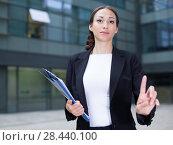 Купить «Businesswoman is asking companion to wait», фото № 28440100, снято 26 июня 2017 г. (c) Яков Филимонов / Фотобанк Лори