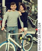 Купить «adult smiling couple standing with bicycle», фото № 28440324, снято 8 января 2018 г. (c) Яков Филимонов / Фотобанк Лори
