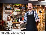Купить «Male worker in leather workshop», фото № 28450424, снято 15 августа 2018 г. (c) Яков Филимонов / Фотобанк Лори