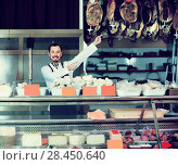 Купить «young man shop assistant demonstrating sorts of meat in shop», фото № 28450640, снято 2 января 2017 г. (c) Яков Филимонов / Фотобанк Лори