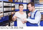 Купить «girl with man sell choosing postbox», фото № 28450708, снято 17 апреля 2018 г. (c) Яков Филимонов / Фотобанк Лори