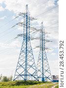 Купить «Решетчатые опоры ЛЭП», фото № 28453792, снято 13 мая 2018 г. (c) Алёшина Оксана / Фотобанк Лори