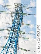 Купить «Новая покрашенная в синий цвет мачта линии электропередач (ЛЭП)», фото № 28453840, снято 13 мая 2018 г. (c) Алёшина Оксана / Фотобанк Лори