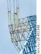 Купить «Подвесные линейные стеклянные изоляторы на проводах решетчатой угловой опоры ЛЭП», фото № 28453848, снято 13 мая 2018 г. (c) Алёшина Оксана / Фотобанк Лори