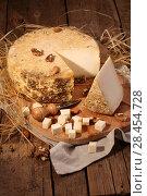 Купить «Сыр губернаторский с плесенью», фото № 28454728, снято 19 мая 2018 г. (c) Марина Володько / Фотобанк Лори