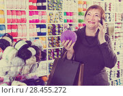Купить «Smiling senior female with smartphone in store», фото № 28455272, снято 10 мая 2017 г. (c) Яков Филимонов / Фотобанк Лори