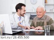 Купить «Old man visits doctor», фото № 28455500, снято 5 июня 2020 г. (c) Яков Филимонов / Фотобанк Лори