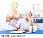 Купить «Mature lady trying to calm her male friend», фото № 28455600, снято 28 августа 2017 г. (c) Яков Филимонов / Фотобанк Лори