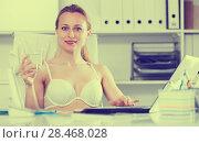 Купить «Female working in bra», фото № 28468028, снято 24 апреля 2017 г. (c) Яков Филимонов / Фотобанк Лори
