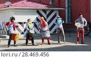Купить «Clowns play music at Funny festival XVI in Saint-Petersburg», видеоролик № 28469456, снято 1 апреля 2017 г. (c) Ирина Мойсеева / Фотобанк Лори
